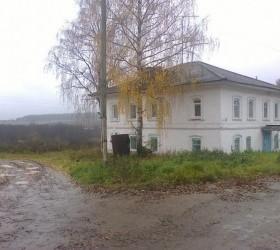 Администрация Поломского сельского поселения сообщает о продаже пустующих зданий с земельными участками:
